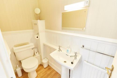 A bathroom at Coppice House