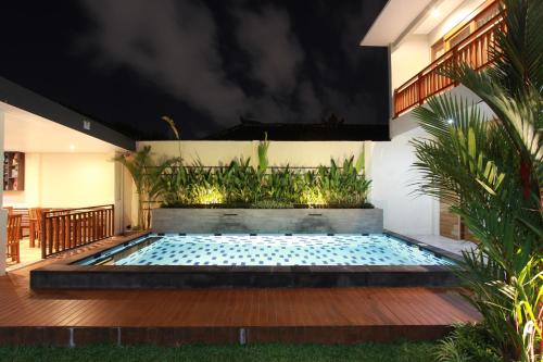 The swimming pool at or close to Praba Guesthouse