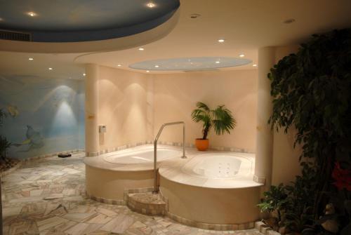 A bathroom at Hotel Gasthof Wasserschloß