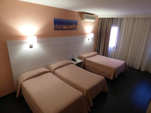 A bed or beds in a room at Cuatro Naciones