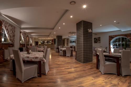 Restauracja lub miejsce do jedzenia w obiekcie Hotel Sara