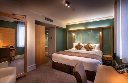 A bed or beds in a room at Great Cumberland Place