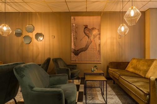 Een zitgedeelte bij New West Inn Amsterdam