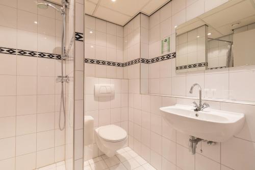 Een badkamer bij New West Inn Amsterdam
