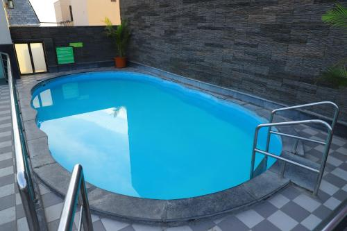 The swimming pool at or close to souvenir peppermint hotel