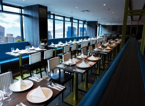 A restaurant or other place to eat at Arthama Hotel Wahid Hasyim Jakarta