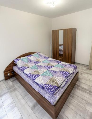 A bed or beds in a room at Apartamen Lux