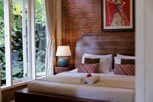 A bed or beds in a room at Villa Puncak by Plataran