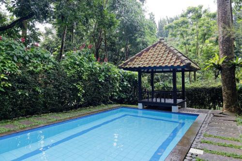 The swimming pool at or close to Villa Puncak by Plataran