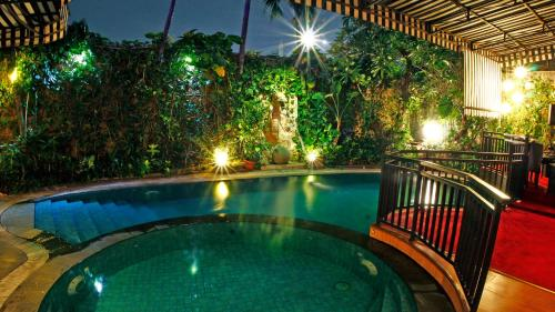 The swimming pool at or close to Amaroossa Cosmo Jakarta