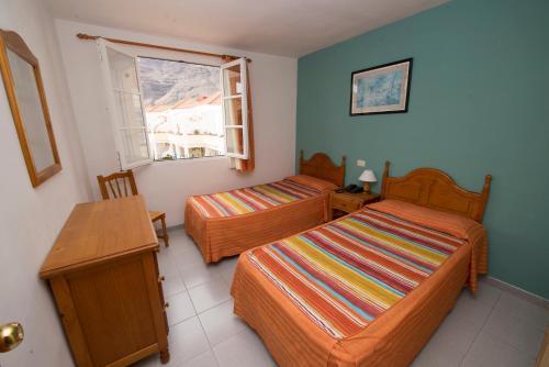 Een bed of bedden in een kamer bij Apartamentos Checkin Laurisilva