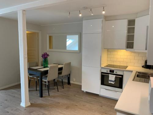 A kitchen or kitchenette at The Apartments Company - Bislett