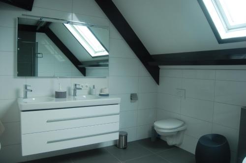 A bathroom at Toenders