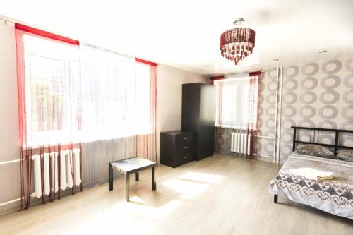 Телевизор и/или развлекательный центр в Джалиля Киекбаева,4 Однокомнатные апартаменты