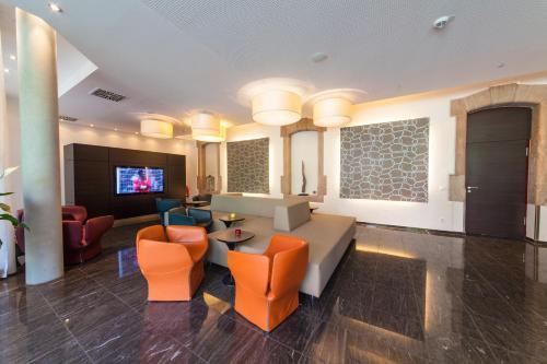 A seating area at Novina Hotel Tillypark
