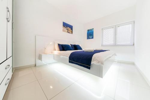 A bed or beds in a room at Holiday Home Apartments Bellamare