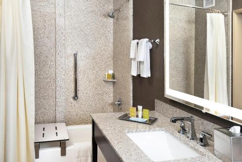 A bathroom at El Conquistador Tucson, A Hilton Resort
