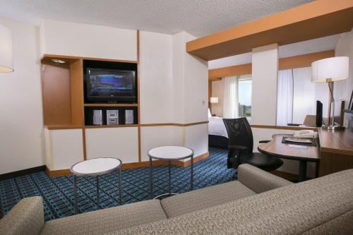 A seating area at Fairfield Inn & Suites by Marriott Dover