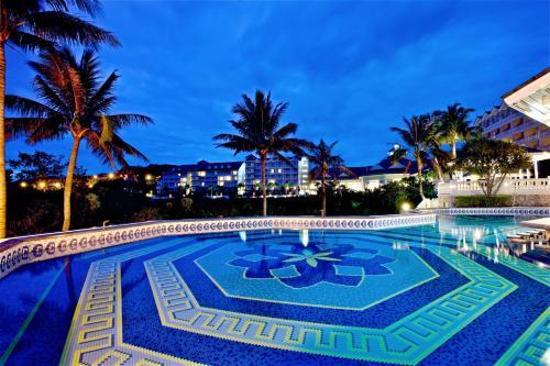 遠雄悅來大飯店游泳池或附近泳池