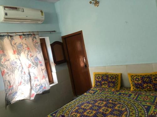 A bed or beds in a room at Hotel Deep Mandir
