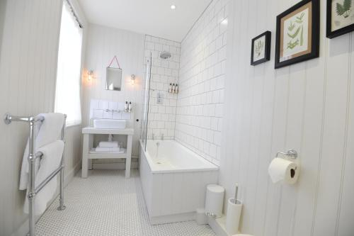 A bathroom at Bel and The Dragon-Kingsclere