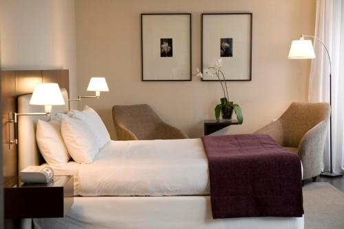 A bed or beds in a room at Hotel Madero Buenos Aires
