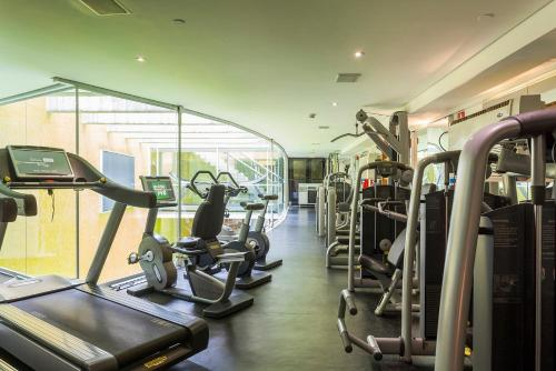 The fitness centre and/or fitness facilities at Hotel Unique