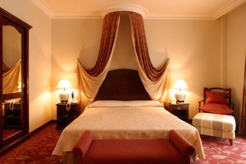 Llit o llits en una habitació de Hotel Termes Montbrió