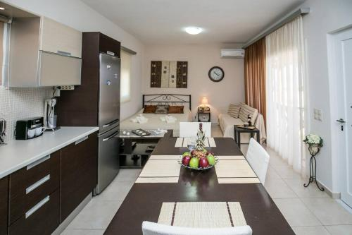 A kitchen or kitchenette at Perfect View Luxury Apartment