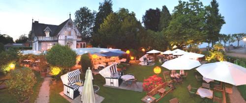 Ein Restaurant oder anderes Speiselokal in der Unterkunft Hotel Barleben am See