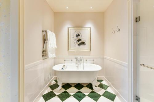 Een badkamer bij The Savoy