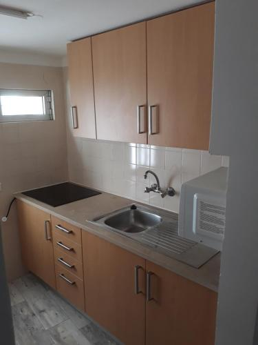 A kitchen or kitchenette at Alvor Guesthouse