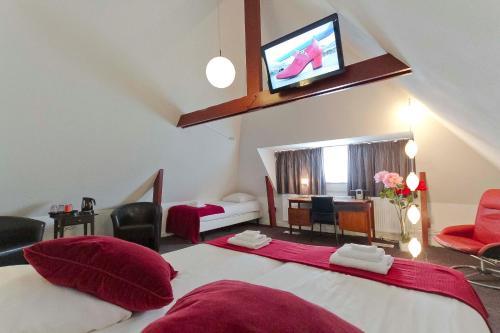 Een TV en/of entertainmentcenter bij Hotel de Gaaper