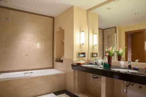 Salle de bains dans l'établissement Atlas Medina & Spa