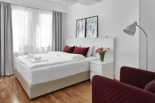 A bed or beds in a room at Moodeight Apartments