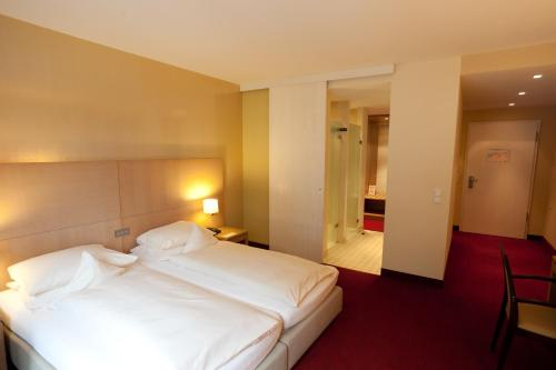 A bed or beds in a room at Hotel Schepers