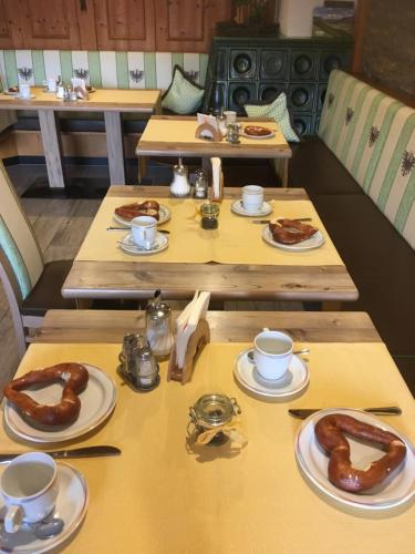 Ein Restaurant oder anderes Speiselokal in der Unterkunft Gästehaus Glätzle