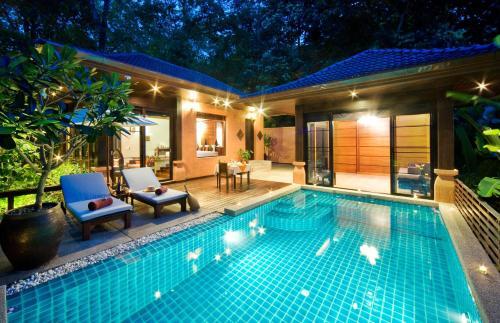 المسبح في Korsiri Villas أو بالجوار