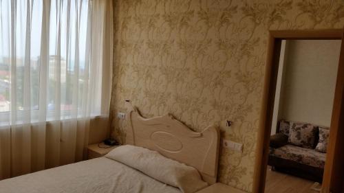 Кровать или кровати в номере Dvukhkomnatnaya kvartira