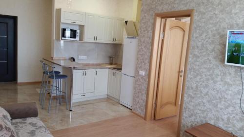 Кухня или мини-кухня в Dvukhkomnatnaya kvartira