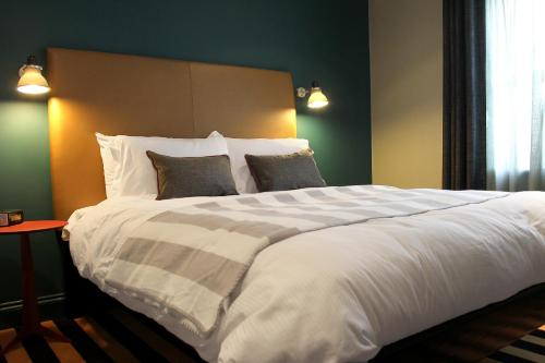 A bed or beds in a room at The Penny Farthing Hotel