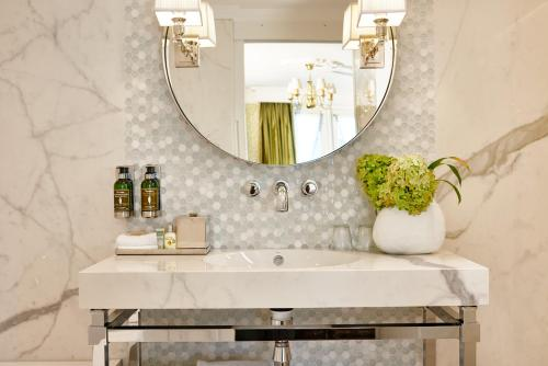 Een badkamer bij Hotel Estheréa