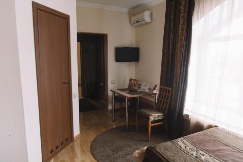 Телевизор и/или развлекательный центр в Nika Hotel Barnaul