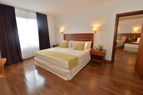 Кровать или кровати в номере Hotel Saint George