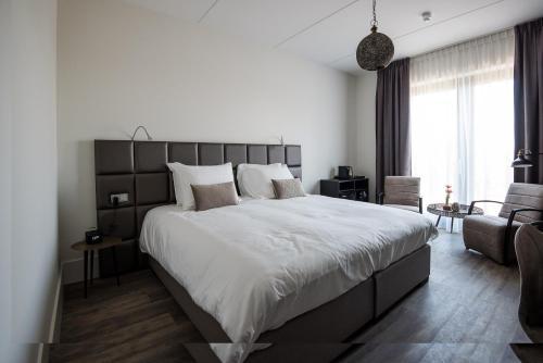 Een bed of bedden in een kamer bij Fruitpark Hotel & Spa