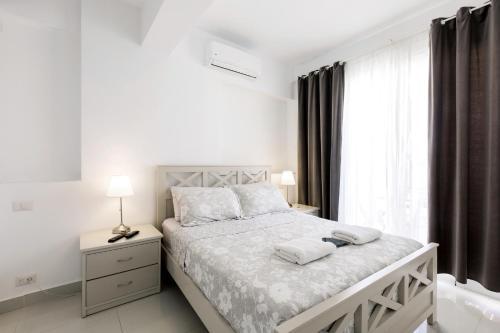 Ein Bett oder Betten in einem Zimmer der Unterkunft GRAND CARIBE BEACH CLUB and SPA