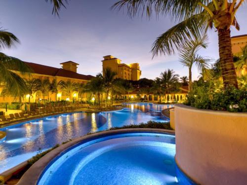 A piscina localizada em Royal Palm Plaza Resort ou nos arredores