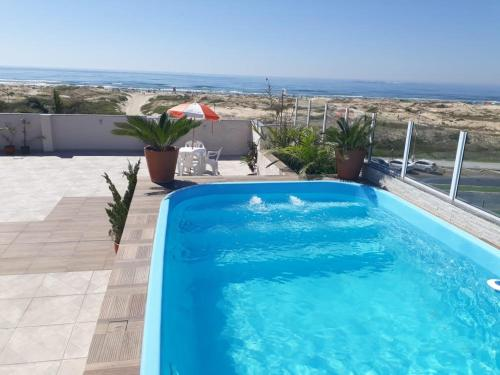 The swimming pool at or close to Hotel Jardim do Mar
