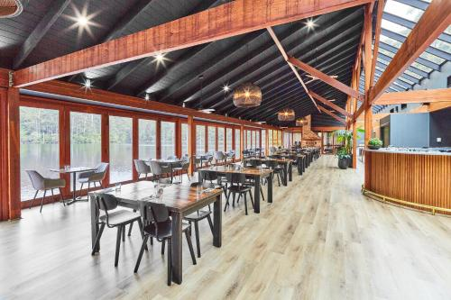 A restaurant or other place to eat at RAC Karri Valley Resort