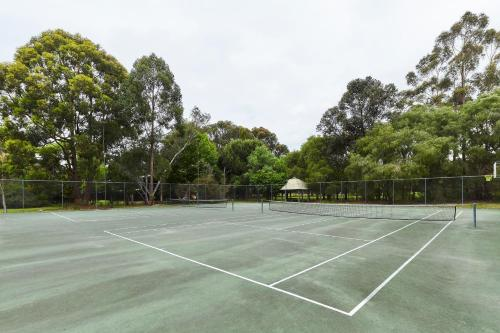 Tennis and/or squash facilities at RAC Karri Valley Resort or nearby